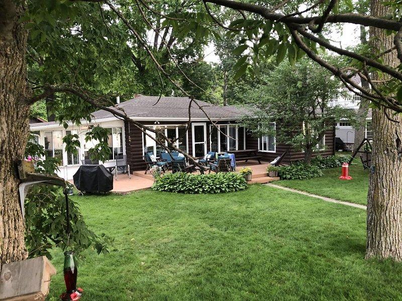 Lake Melissa Cottage - Sleeps 12 - WiFi + 4 Bedroom (w/Bunk House) + 2 Bathrooms, location de vacances à Audubon