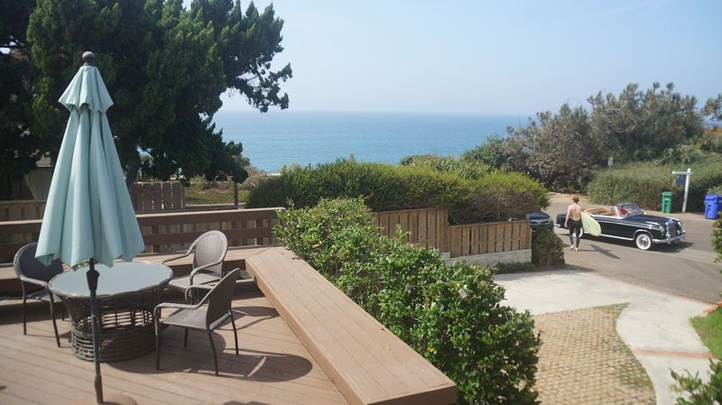 Holiday Deals! -Ocean view home, jacuzzi, gated yard, 5 min to top notch golf, alquiler vacacional en Del Mar