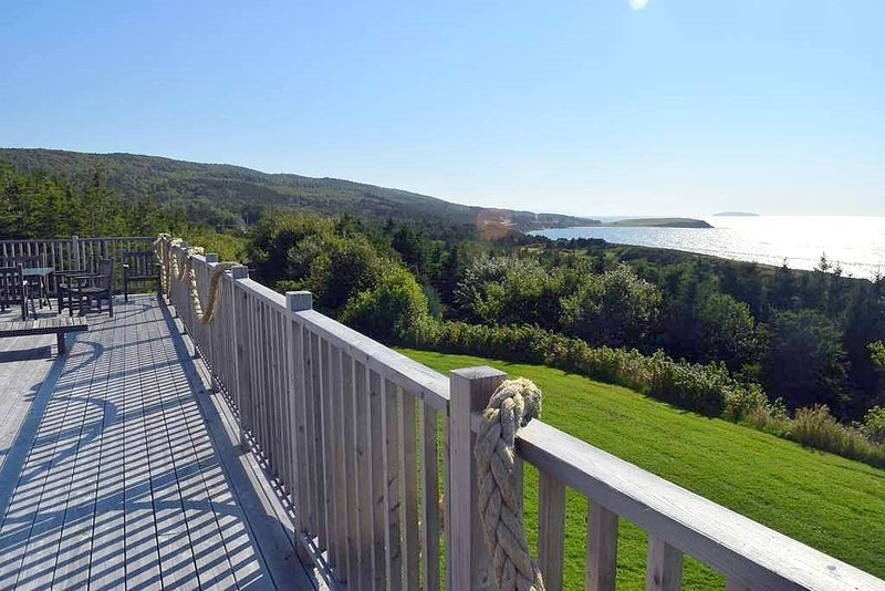 PRIVATE OCEANFRONT RETREAT - near Cabot Cliffs, Cabot Links & Cabot Trail., vacation rental in Cheticamp