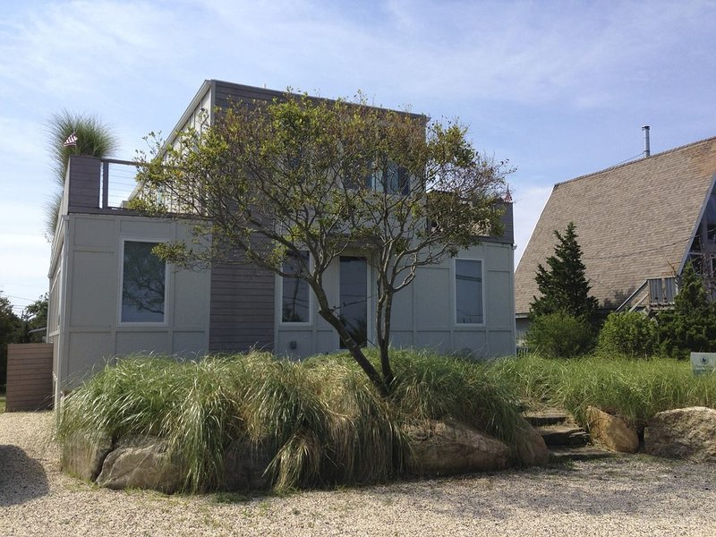 Beach House 900 ft to the Atlantic Ocean White Sands, vacation rental in Amagansett