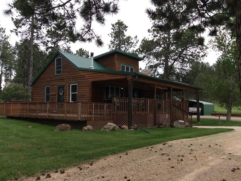 New Listing! Cozy Log Cabin And Bunkhouse On 60 Acre Ranch Surrounded By Forest!, casa vacanza a Custer