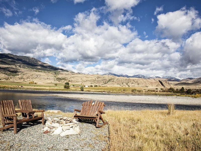 Yellowstone River Front Paradise - an Adventure Awaits, casa vacanza a Emigrant