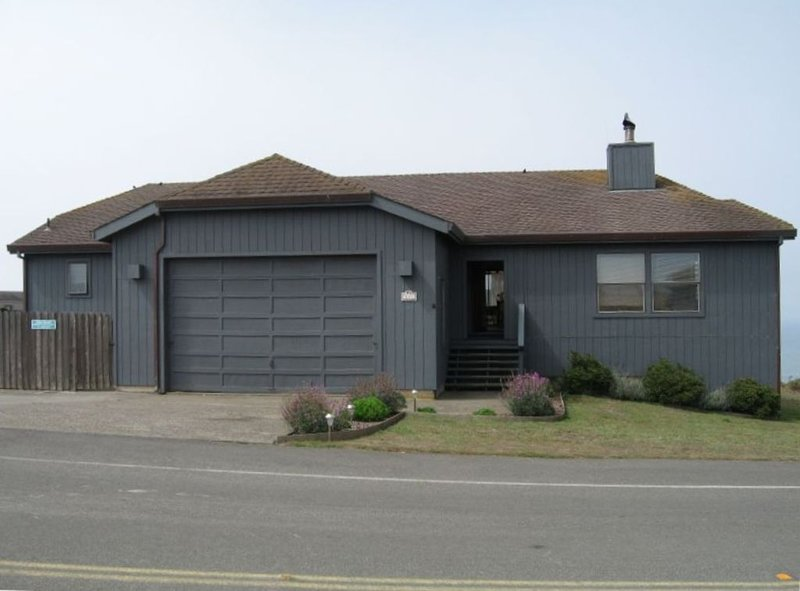 Pirate's Cove, Great for families, Sleeps12,  Hot Tub,  Pet Friendly, Free WiFi, vacation rental in Dillon Beach
