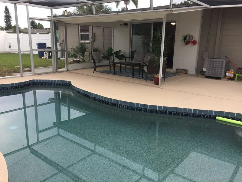 2 Bedroom Single Family Home with Pool, holiday rental in Bradenton
