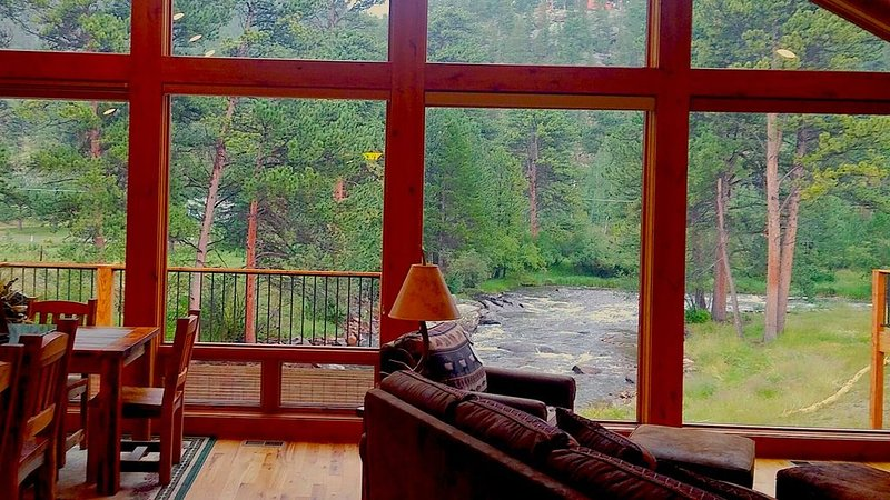 Former Model Home on the Big Thompson River, has AC, 1mi to Town & 2mi to RMNP, vacation rental in Estes Park