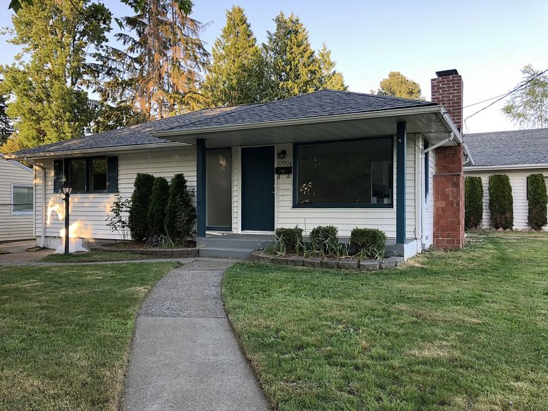 Newly remodeled 3-bedroom house, vacation rental in Shoreline