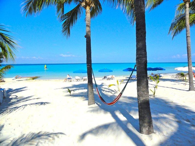 Fresh and Clean Beachfront Ground Floor Condo #9 at Nautibeach, holiday rental in Playa Mujeres