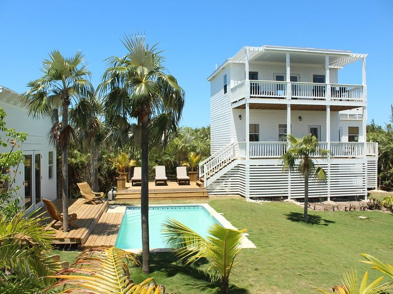 Trade Winds House - Oceanview, Private Pool, Short Walk To Pink Sand Beach, New., alquiler de vacaciones en North Palmetto Point