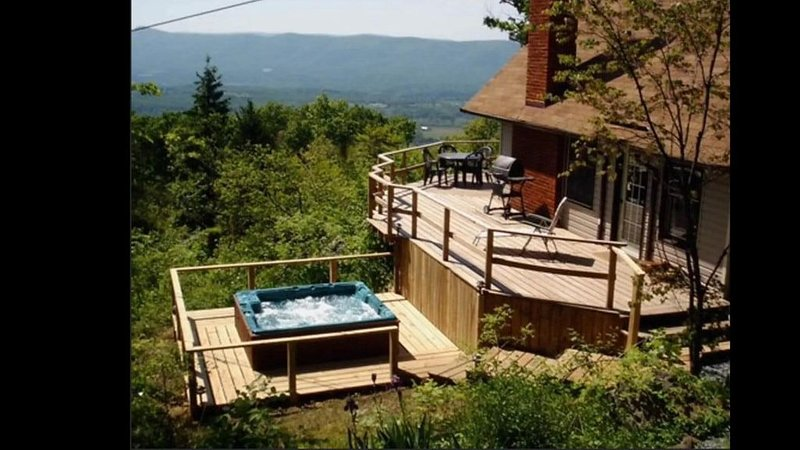 INCREDIBLE Views of the Valley w/Shenandoah Nat Park at your back door!, holiday rental in Bentonville
