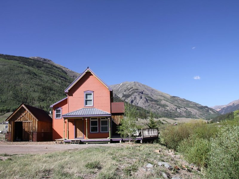 Victorian Cottage on the Animas River, minutes from downtown, vacation rental in Silverton