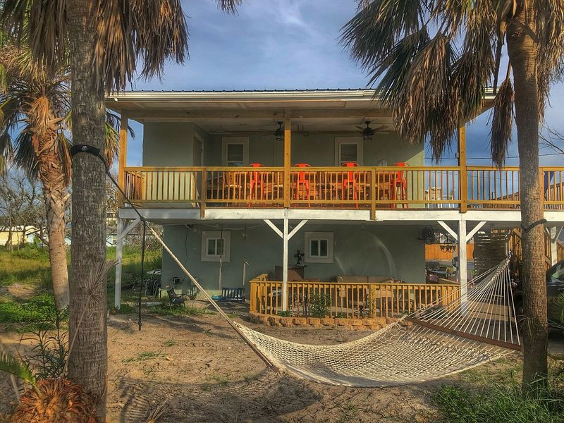 Enjoy sunrise and sunsets on the huge deck and covered bar! – semesterbostad i Mexico Beach