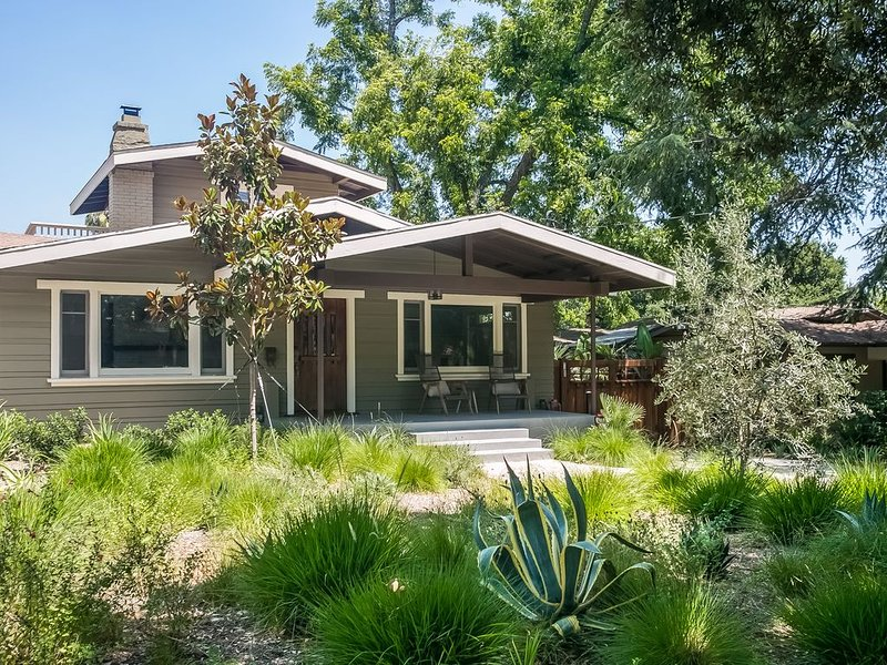 Pasadena Bungalow in Historic Bungalow Heaven, holiday rental in San Gabriel