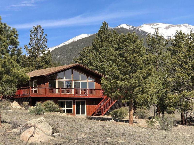 MOUNTAIN VIEW CHALET. Nestled on 3 acre lot, close to Everything in the Area!, location de vacances à Buena Vista