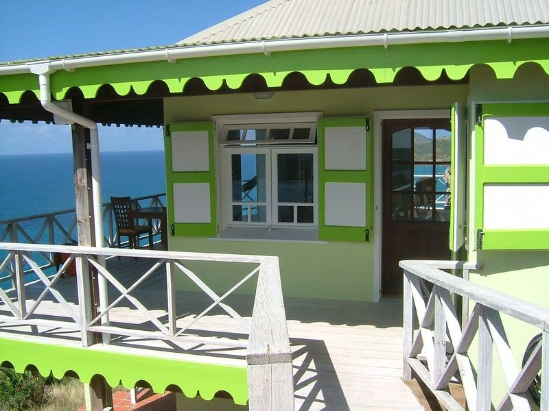 Secluded skytop retreat with stunning sea and mountain Views, casa vacanza a All Saints