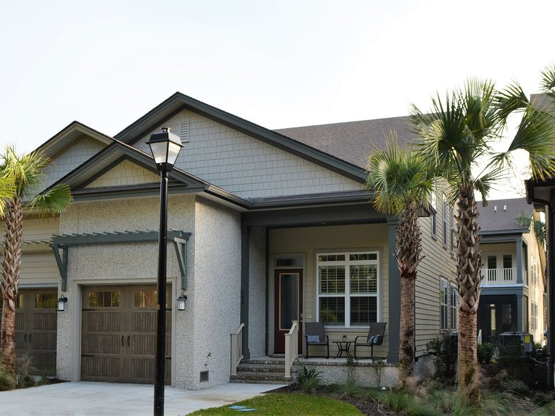 New Charming 4 BR - 3.5 BA Cottage 89 **Drift Away**, holiday rental in Brunswick