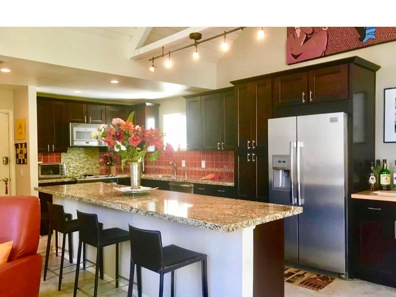 2 Master Suite Villa Fabulous Mountain Views Indian Wells Tennis, Golf, Relax!, holiday rental in Indian Wells