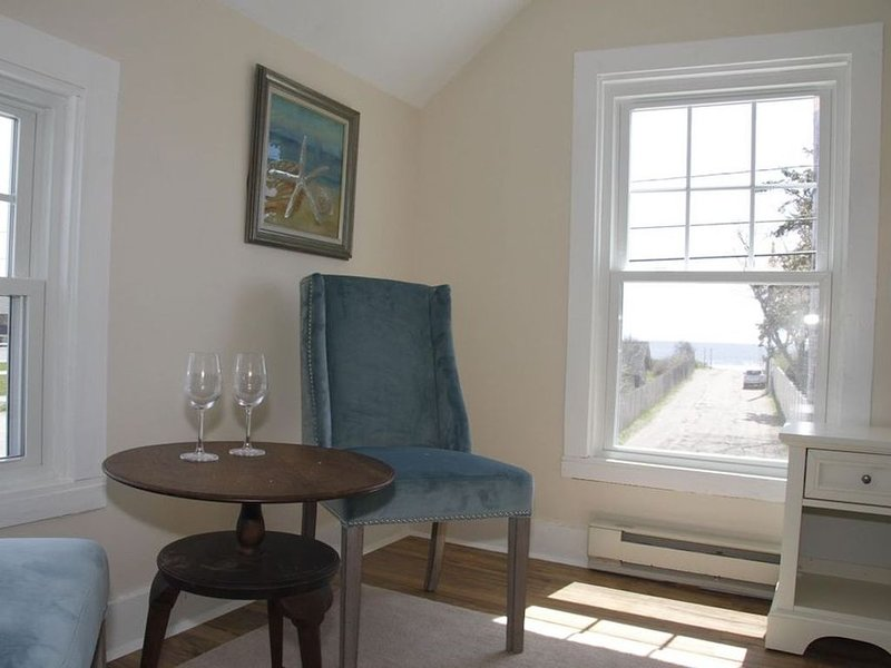 Beach view home at Jenness Beach yet on quiet road- perfect for family getaways!, vacation rental in Rye Beach