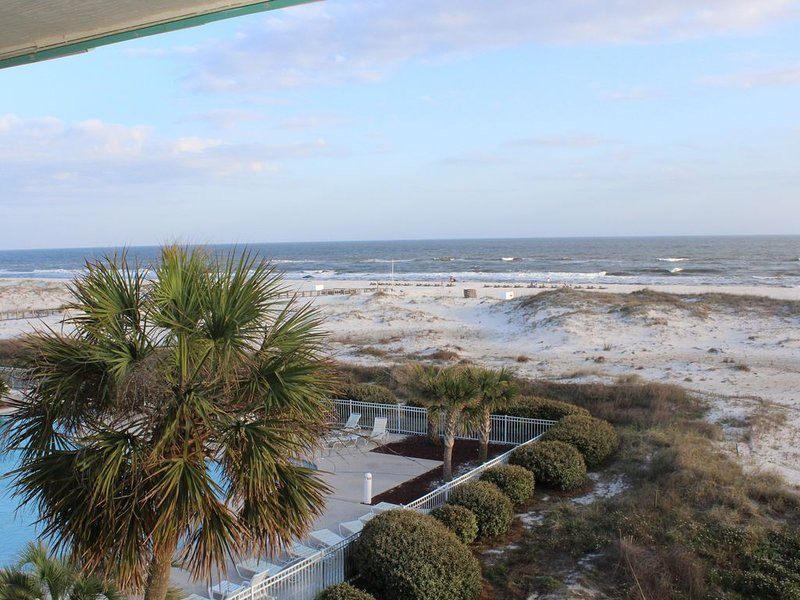 Beach Front condo with Amazing Views from Private Balcony, holiday rental in Gulf Shores