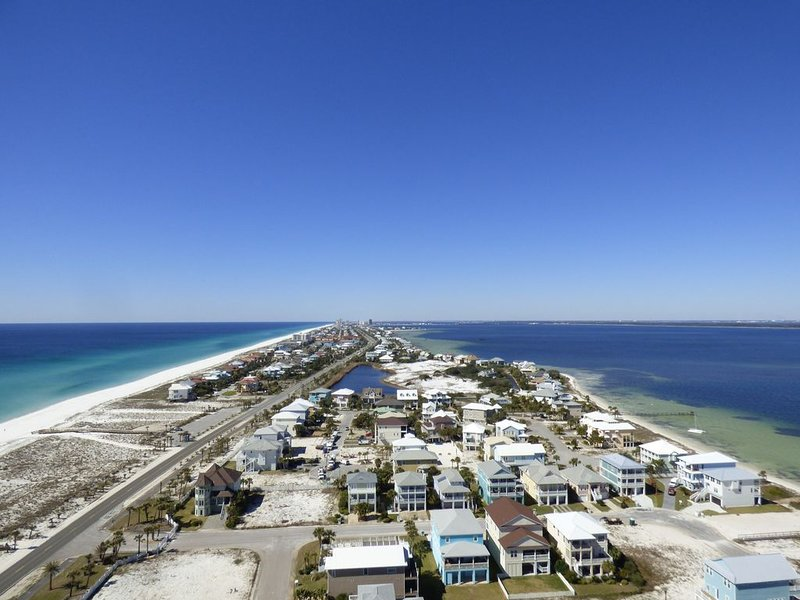 Portofino Penthouse Pensacola Beach Vacation Retreat, holiday rental in Gulf Breeze