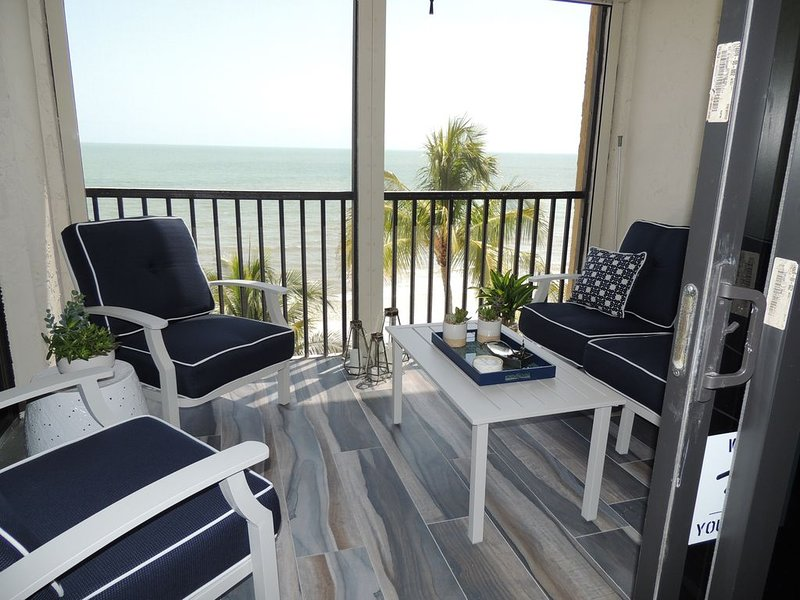 Sea La Vie is a breathtaking 2BR/2BA condo directly on the beach. Mid Island FMB, location de vacances à Fort Myers Beach