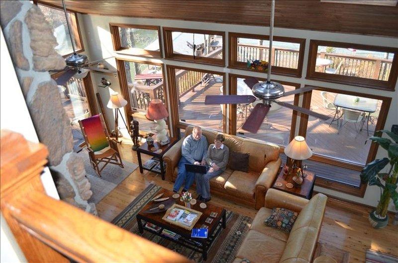 Pura Vida - a Fun, Spacious, Uniquely Decorated Main Lake Home, holiday rental in Vaughan