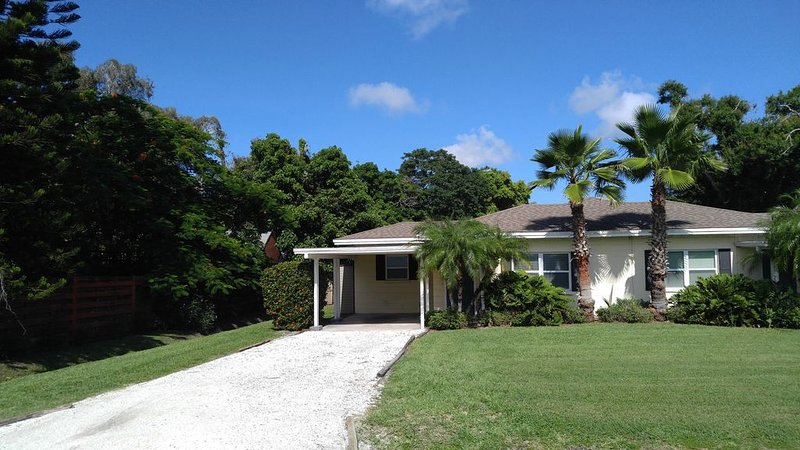 We need your reviews - New property!, casa vacanza a Gulf Gate Estates