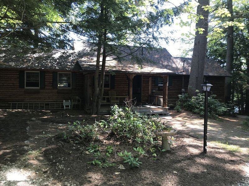 Lakefront Log Cabin!, vacation rental in Harrison