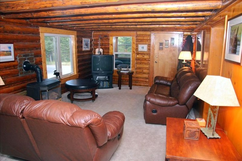 Moose Haven Vacation Log Home, holiday rental in West Yellowstone