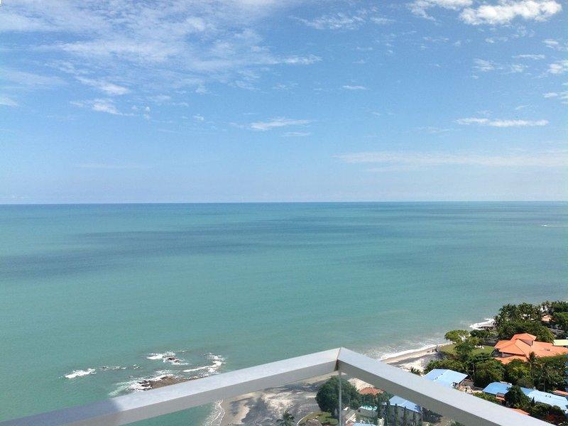 Breathtaking Beachfront Condo 22nd Floor With View Of The Mountains & Ocean!!!!, vakantiewoning in El Palmar