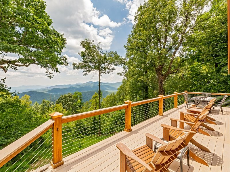 Near Asheville w/ Awesome Mountain View!, vacation rental in Old Fort