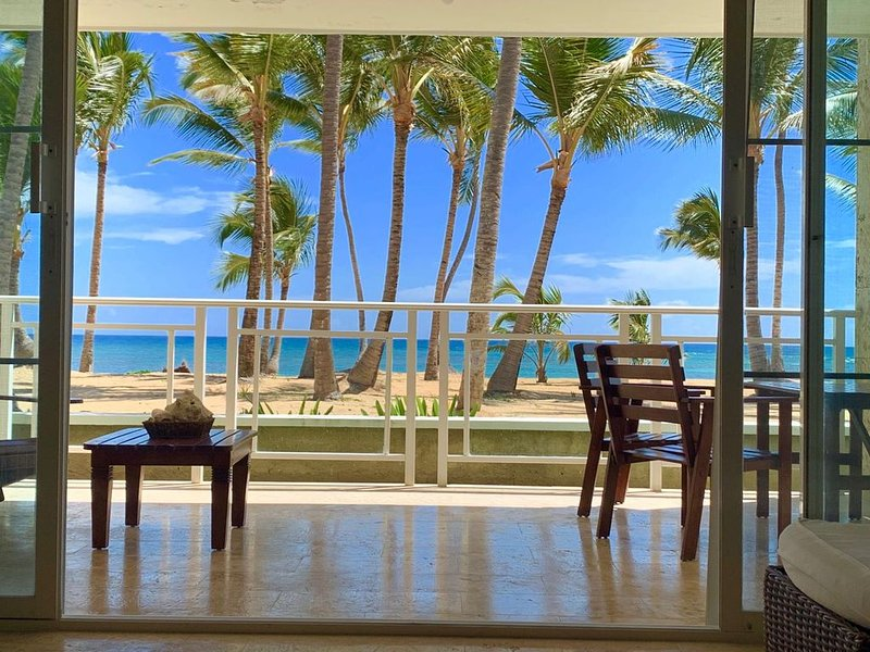 Beachfront Paradise Of 2 Bedrooms In Punta Cana's Private Beach, vakantiewoning in Uvero Alto