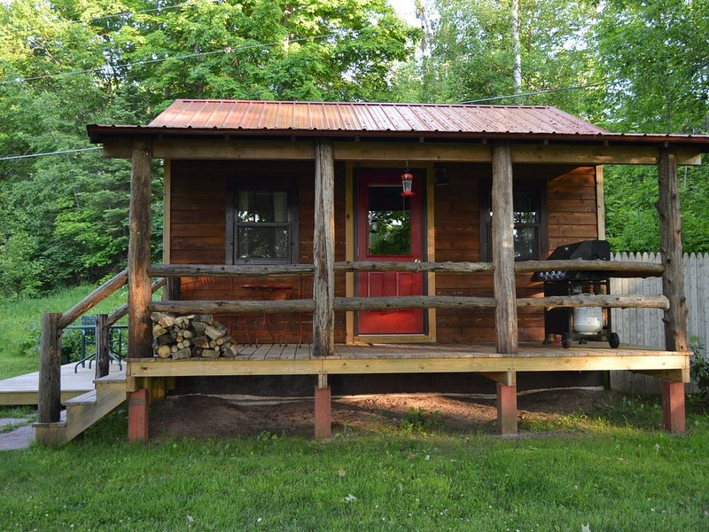 Cozy couples retreat~pet friendly  (Winter stays Dec-April please inquire), holiday rental in Bergland