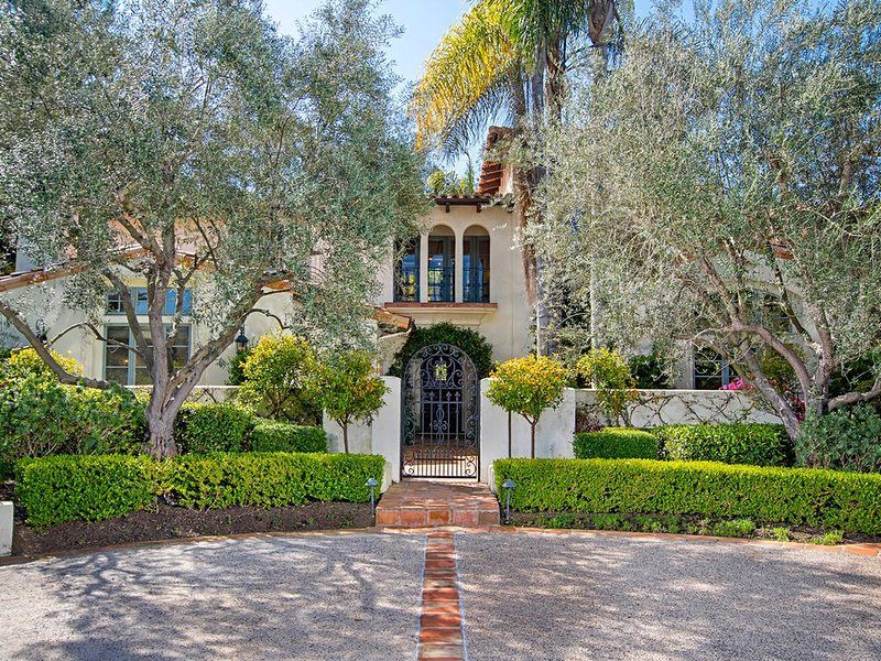 New Listing! Rancho Santa Fe, Resort home, beautiful indoor/outdoor living – semesterbostad i Rancho Santa Fe
