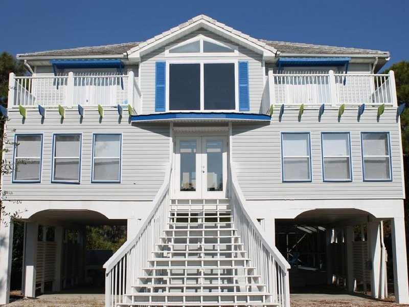 Cooler weather, reduced crowds.  Now if the perfect time to book your getaway!, holiday rental in Apalachicola