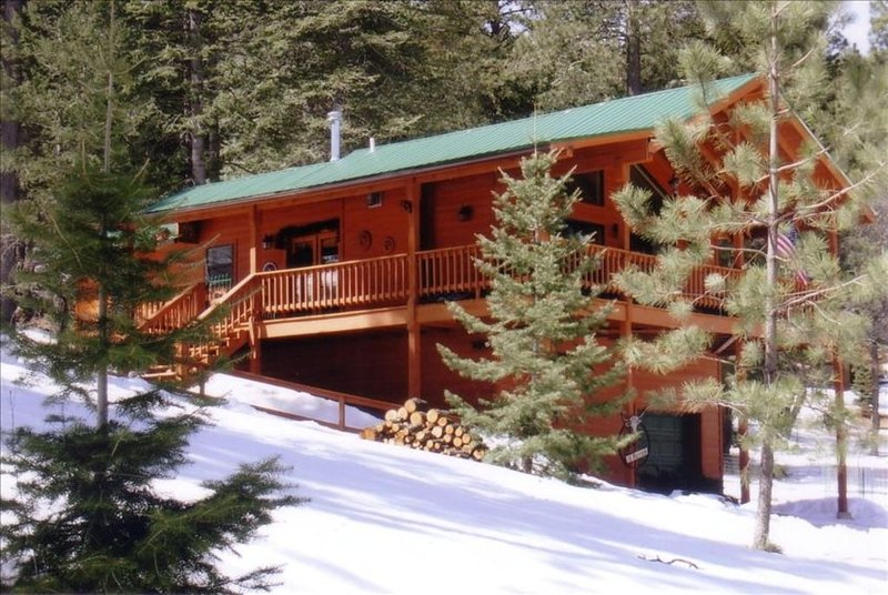 ELK HOLLOW, MOUNTAIN VIEWS, NEAR NAT'L FOREST, DUCK & FISH POND, holiday rental in Cloudcroft