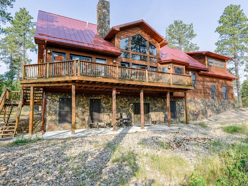 Black Hills Paradise 5BR Spacious Getaway Home Close to Deadwood, vacation rental in Deadwood