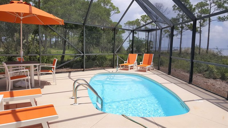 Private pool, hot tub, fenced dog walk, private dock, handicap ramp, Bayfront, alquiler de vacaciones en Cape San Blas