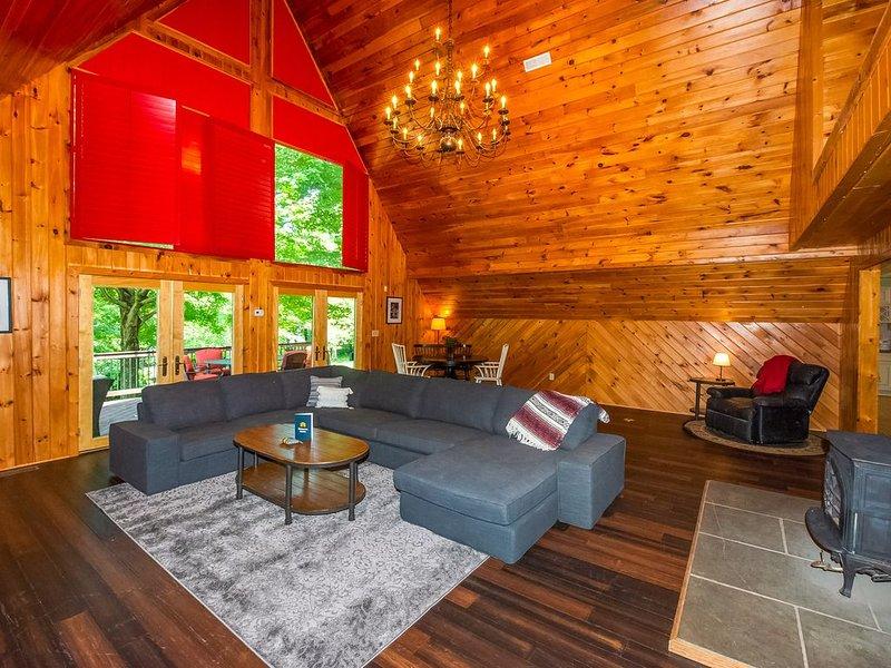 Lakefront & family-friendly retreat w/ private dock & sandy beach, alquiler vacacional en Bumpass