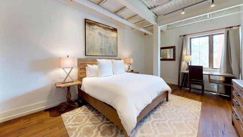 The Lincoln 201, 2 Bed / 2, Bath Luxury Loft Style Condo  Just 1 Block to The PL, alquiler de vacaciones en Sierra County