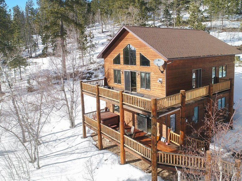 Spectacular Mountain Views for your Private 3BR Getaway on Terry Peak!, holiday rental in Lead