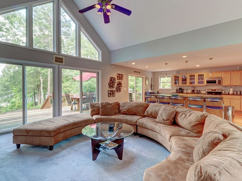 Newly-Remodeled Lakefront Home w/Free WiFi, Dock, Kayaks, Theater Room, & More!, holiday rental in Mineral