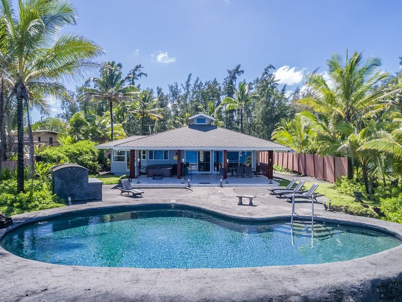 Hilo Shangrila - OCEANFRONT, Pool and Hot Tub Private Vacation Rental, holiday rental in Keaau