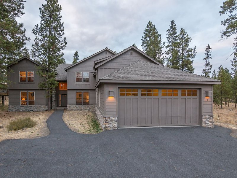 16 Unlimited SHARC Passes, Game Room, Pet Friendly, AC, Hot Tub, vacation rental in Sunriver