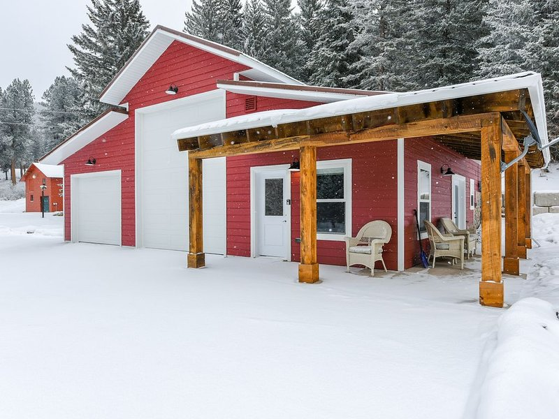 Your Next Cozy Escape 1BR New Cabin near Cheyenne Crossing/Spearfish Canyon!, holiday rental in Lead
