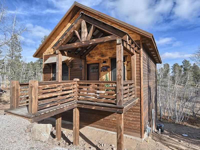Modern Rustic 3 BR Cabin with Hot Tub! - Access to Heated Swimming Pool!, holiday rental in Lead