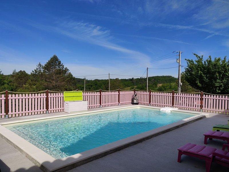 Villa Montignac-Lascaux : piscine chauffée , terrain de petanque,salle fitness, vacation rental in Aubas