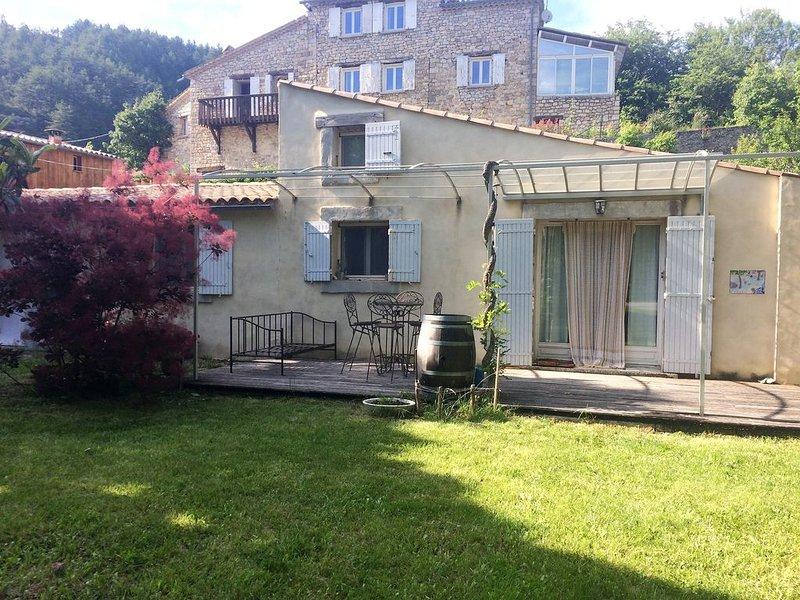 Jolie maison au coeur de la Drôme provençale à la source de l'Ouvèze, vacation rental in Saint-Andre-de-Rosans