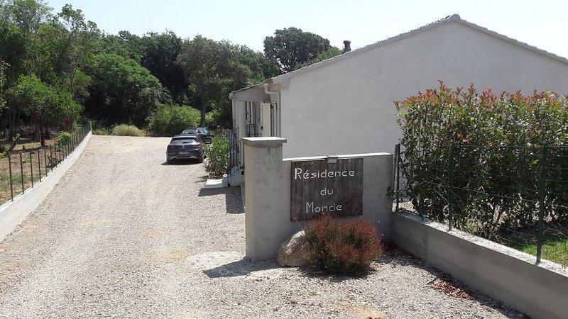 Mini-villa VINTAGE, Neuve tout confort, location de vacances à San-Giovanni-di-Moriani