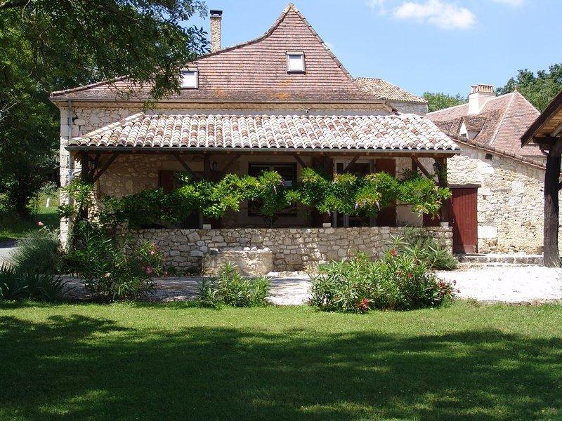 Ancienne ferme type du perigord sur la commune de Plaisance Eyrenville, vacation rental in Cahuzac