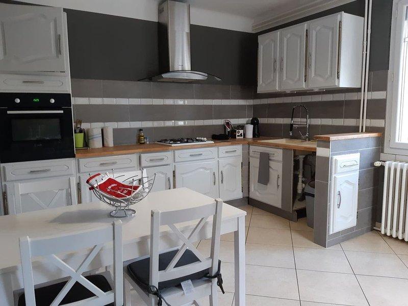 Gîte independant T2 - 60 m² RDC de villa Provence, holiday rental in Bollene